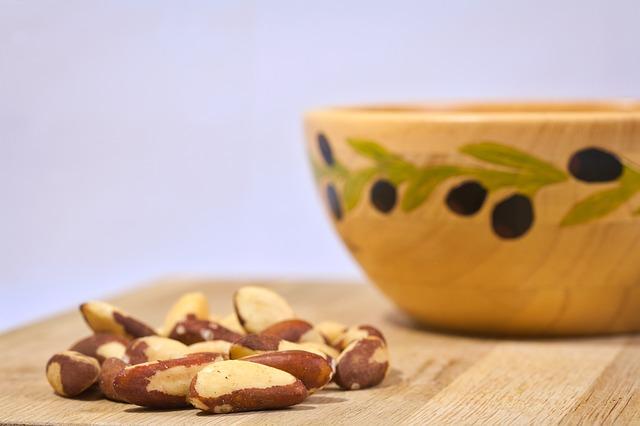 ořechy v misce