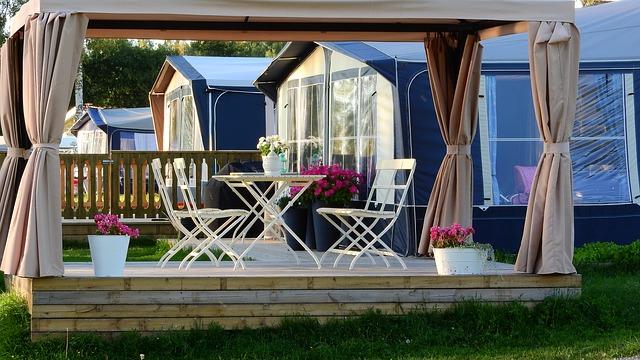zahradní nábytek v pergole