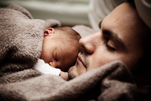miminko na tatínkovi.jpg